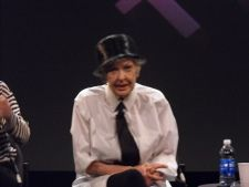 Elaine Stritch talks to the audience