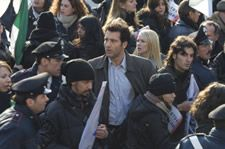 Clive Owen and Naomi Watts in The International