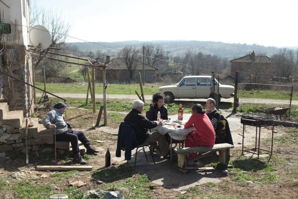 The Good Postman - in a small Bulgarian village troubled by the ongoing refugee crisis, a local postman runs for mayor — and learns that even minor deeds can outweigh good intentions.