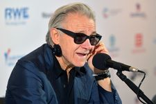 Harvey Keitel talks to the media at his press conference in Karlovy Vary