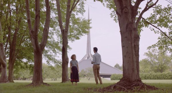 Haley Lu Richardson and John Cho in Columbus - Casey lives with her mother in a little-known Midwestern town haunted by the promise of modernism. Jin, a visitor from the other side of the world, attends to his dying father. Burdened by the future, they find respite in one another and the architecture that surrounds them.