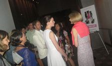 Anne Hathaway speaking with Anna Wintour draws a crowd