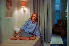 Chloë Sevigny as Alice in The Last Days Of Disco railroad apartment