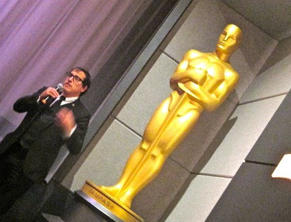 "David O. Russell introducing American Hustle with Oscar: ""The greatest pleasure, blessing and privilege I could have is their trust in me to take these risks."""