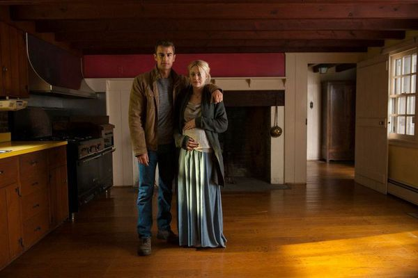 Theo James and Dakota Fanning in Franny