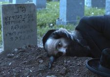 Shmuel (Géza Röhrig) at his wife's grave in To Dust