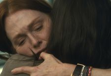 Theresa (Julianne Moore) with her daughter Grace (Abby Quinn)