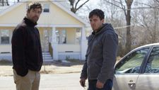 Kyle Chandler and Casey Affleck as Joe and Lee Chandler