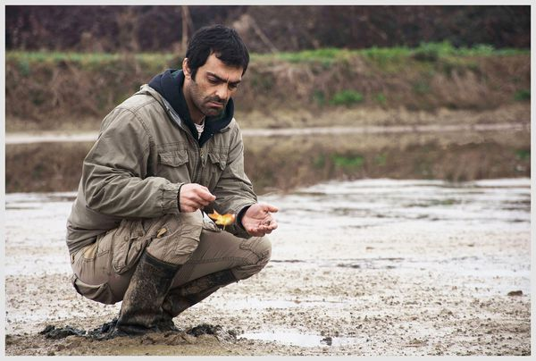 Reza Akhlaghirad as a fisherman caught up in corruption in Iran in A Man Of Integrity (Lerd)