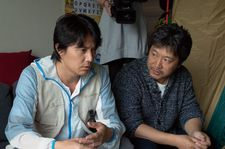 Masaharu Fukuyama with  Hirokazu Kore-eda on the set of Like Father, Like Son.