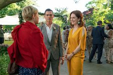 Isabel (Michelle Williams) with Oscar (Billy Crudup) and Theresa (Julianne Moore)