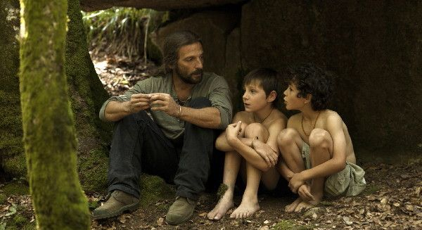 "Paco (Mathieu Kassovitz) with Tsali (David Gastou) and Okyesa (Sofiane Neveu): ""For me, in the whole first part of the film, the father really is a hero for his sons."""
