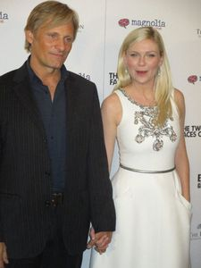 "Viggo Mortensen and Kirsten Dunst on the The Two Faces of January red carpet: ""There was a girl in a dress that was half blue and half red lace."""
