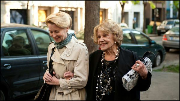 Jeanne Moreau with Laine Mägi in one of her last screen roles A Lady in Paris (Une Estonienne à Paris), directed by Ilmar Raag in 2013 when Moreau was 84