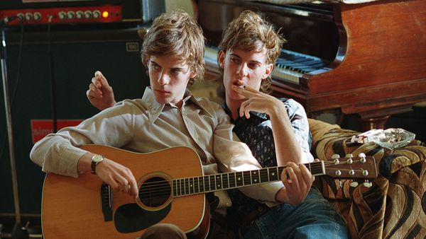 Luke and Harry Treadaway in Brothers Of The Head