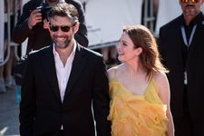 Julianne Moore and her director husband Bart Freundlich in Karlovy Vary