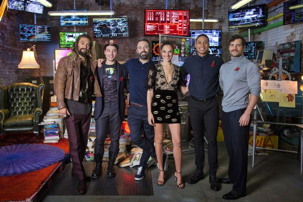 Jason Momoa (Aquaman), Ezra Miller (The Flash), Ben Affleck (Batman), Gal Gadot (Wonder Woman), Ray Fisher (Cyborg), Henry Cavill (Superman)